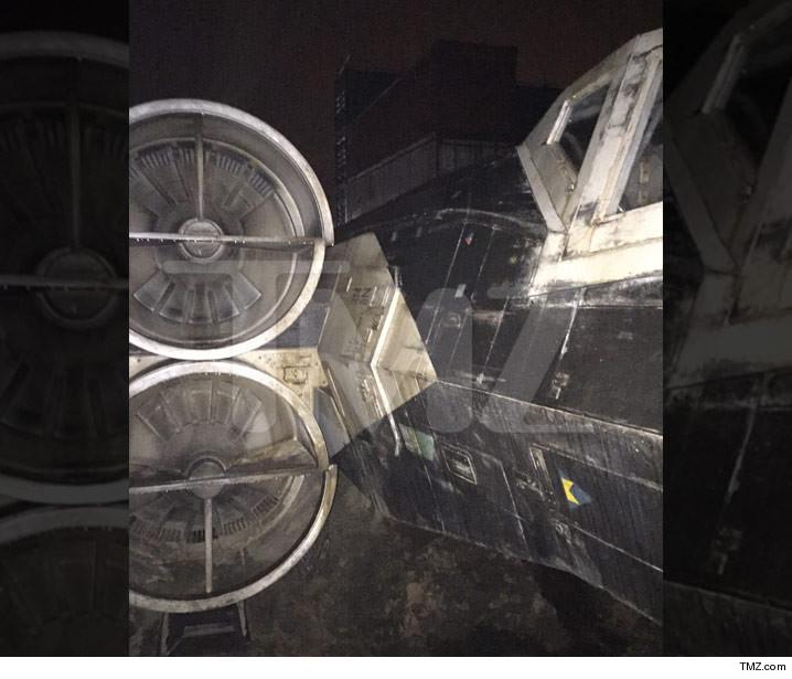 A Star Wars Storie : Rogue One (Lucasfilms) 14 décembre 2016 0108-sub-star-wars-x-wing-tmz-6