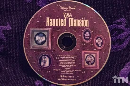 Les livres sur l'univers Disney ... et autres ....  - Page 3 Disney-Parks-Presents-the-Haunted-Mansion-3-550x367