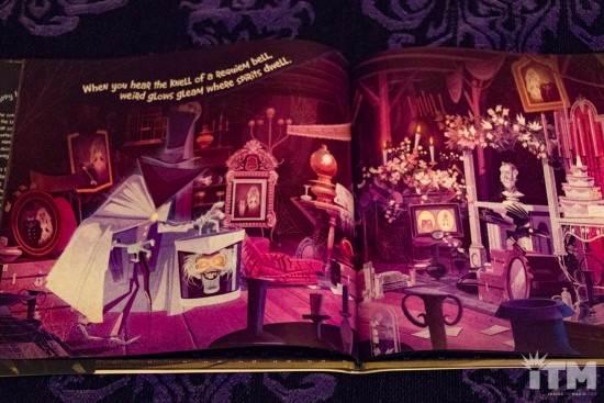 Les livres sur l'univers Disney ... et autres ....  - Page 3 Disney-Parks-Presents-the-Haunted-Mansion-5-550x367
