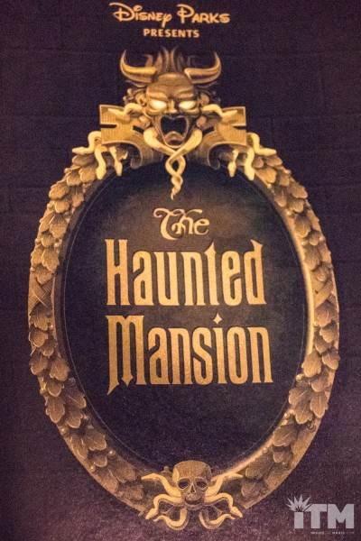 Les livres sur l'univers Disney ... et autres ....  - Page 3 Disney-Parks-Presents-the-Haunted-Mansion-6-400x600