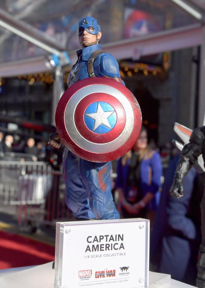 Captain America : Civil War - 27 avril 2016 [Marvel] - Page 2 12985564_461995610657143_7938054876566273533_n