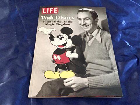 Les livres sur l'univers Disney ... et autres ....  - Page 3 13043399_10156842796095615_3452333255131070284_n