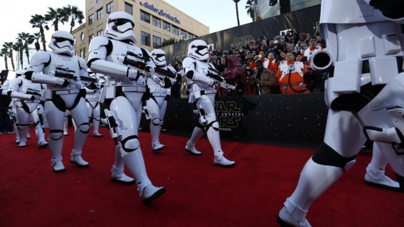 Star Wars, épisode 7 - 16 décembre 2015 (LucasFilm) - Page 12 56072-tfa-la-169-lg