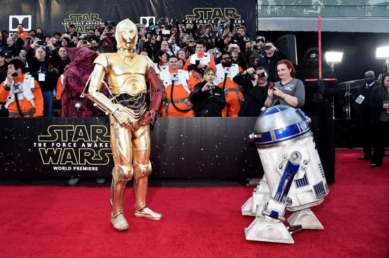Star Wars, épisode 7 - 16 décembre 2015 (LucasFilm) - Page 12 10496260_423443077845730_4899944870268325879_o
