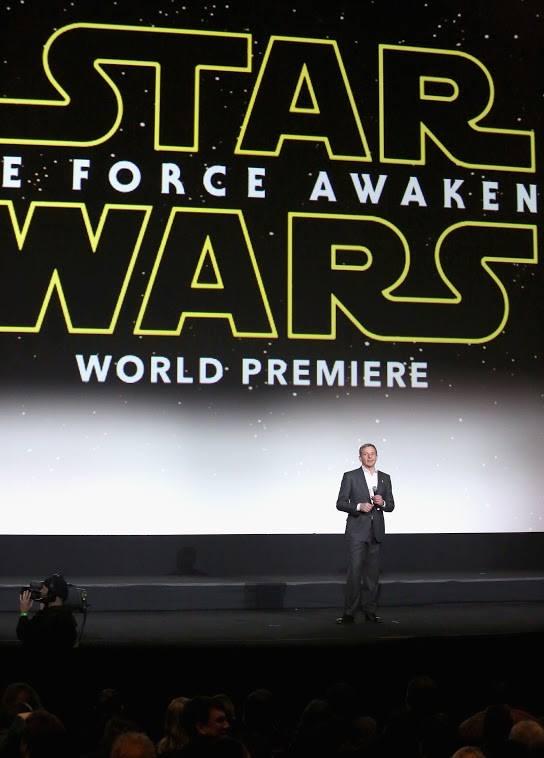 Star Wars, épisode 7 - 16 décembre 2015 (LucasFilm) - Page 12 12359991_423443151179056_4013706415449817139_n