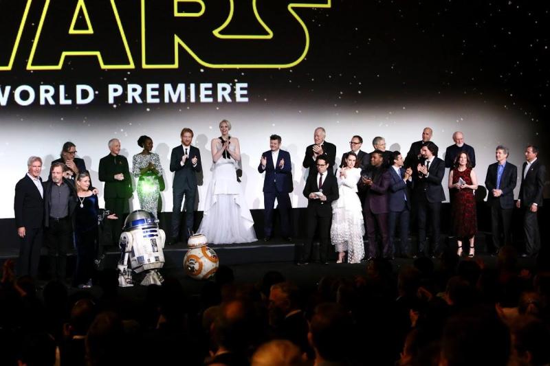 Star Wars, épisode 7 - 16 décembre 2015 (LucasFilm) - Page 12 1780972_423443187845719_4057265809368324654_o