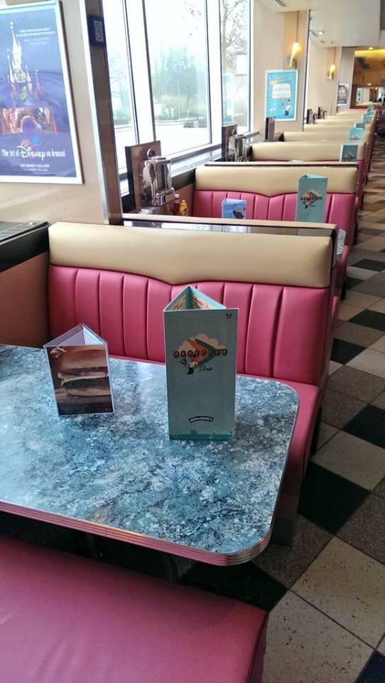 Annette's Diner (Disney Village) - Page 6 12278716_906658779441009_4939915005230526141_n